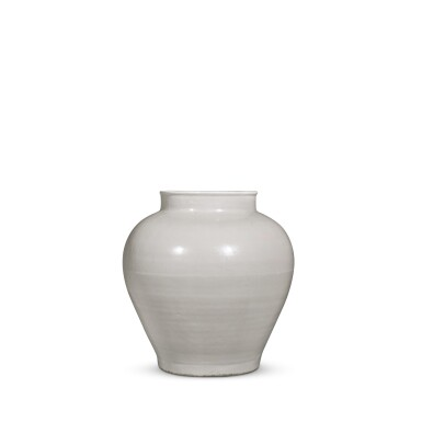 View 4. Thumbnail of Lot 92. A white-glazed baluster jar, Ming dynasty, 15th / 16th century | 明十五 / 十六世紀 白釉罐.