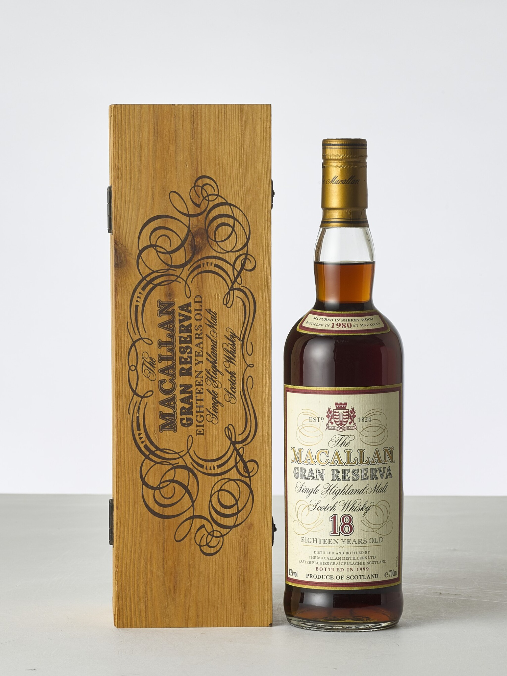 View 1 of Lot 2004. The Macallan 18 Year Old Gran Reserva 40.0 abv 1980 (1 BT70).
