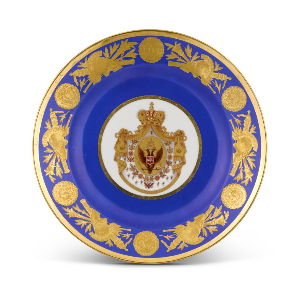 A PORCELAIN PLATE FROM THE CORONATION SERVICE OF NICHOLAS I, IMPERIAL PORCELAIN FACTORY, ST PETERSBURG, PERIOD OF NICHOLAS I (1825-1855)