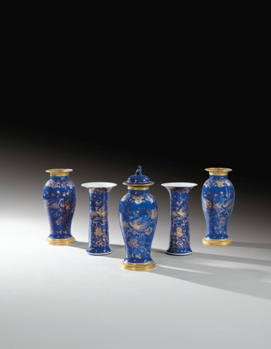 A CHINESE FIVE-PIECE BLUE AND GILT DECORATED PORCELAIN GARNITURE WITH GILT-BRONZE MOUNTS, QING DYNASTY, EARLY 19TH CENTURY   GARNITURE DE CINQ VASES EN PORCELAINE DE CHINE BLEU ET OR À MONTURE DE BRONZE DORÉ, DYNASTIE QING, DÉBUT DU XIXE SIÈCLE