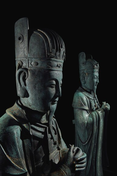 View 7. Thumbnail of Lot 648. AN EXTREMELY RARE AND LARGE PAIR OF BRONZE FIGURES OF DAOIST OFFICIALS, MING DYNASTY, 16TH / 17TH CENTURY.