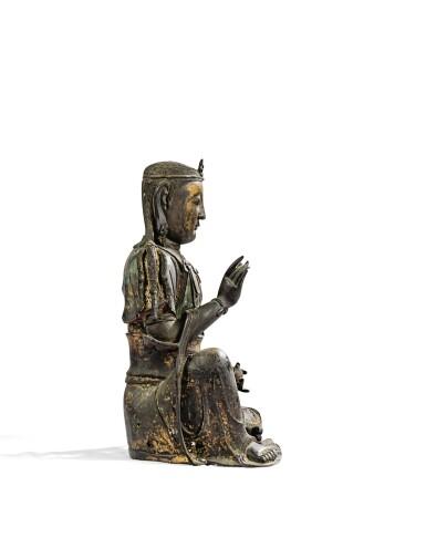 View 3. Thumbnail of Lot 14. IMPORTANTE ET TRÈS RARE PAIRE DE STATUETTES DE BODHISATTVA EN BRONZE PARTIELLEMENT DORÉ XIVE SIÈCLE | 十四世紀 鎏金銅菩蕯坐像一對 連   清十八世紀 漆金木雕須彌座一對| An important and very rare pair of parcel-gilt bronze figures of Bodhisattva, 14th century; together with a pair of lacquer-gilt thrones, Qing Dynasty, 18th century.