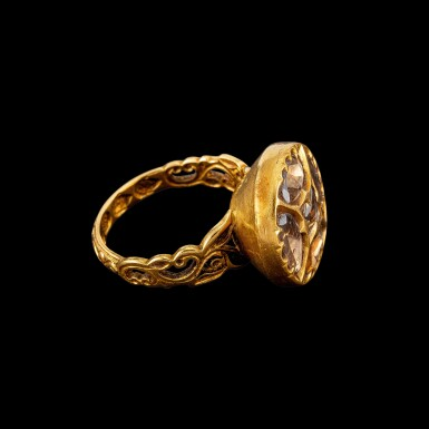 View 2. Thumbnail of Lot 1039. A gold and diamond ring Hyderabad, South India, 19th century | 十九世紀 南印度海得拉巴 金嵌鑽石戒指.