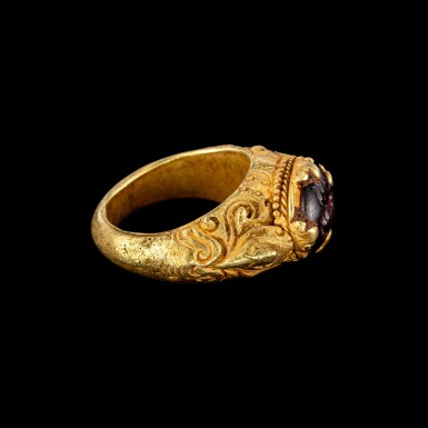 View 3. Thumbnail of Lot 1042. A gold repoussé ring with a garnet intaglio of a scorpion Khmer, 9th - 15th century | 九至十五世紀 高棉 金嵌石榴石凹雕蠍紋戒指.