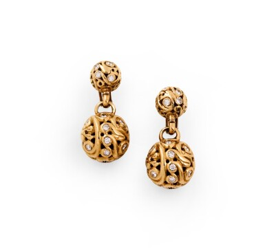 Van Cleef & Arpels, Pair of diamond ear clips [Paire de clips d'oreille diamants]