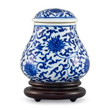 A BLUE AND WHITE JAR AND COVER QING DYNASTY, 18TH CENTURY | 清十八世紀 青花纏枝蓮紋蓋罐