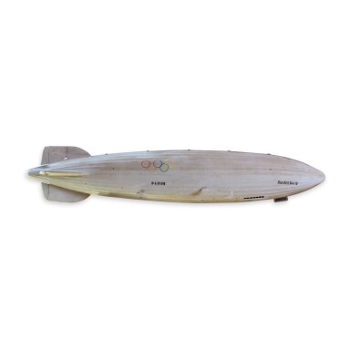 VERY FINE LARGE GREY PAINTED CANVAS MODEL OF THE HINDENBURG ZEPPELIN, 20TH CENTURY