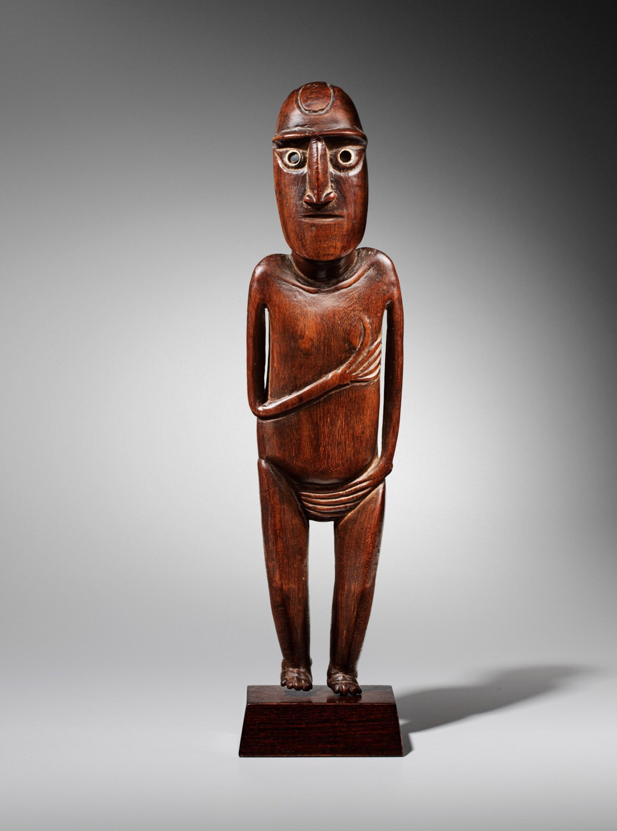 View full screen - View 1 of Lot 64. Statue, Moai Papa, Île de Pâques | Moai Papa figure, Easter island.