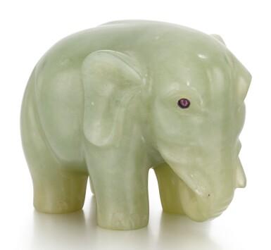 A FABERGÉ BOWENITE MODEL OF AN ELEPHANT, ST PETERSBURG, CIRCA 1900