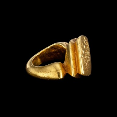 View 3. Thumbnail of Lot 1038. A gold ring with an inscribed lozenge bezel Central Java, Indonesia, 9th - 10th century | 九至十世紀 印尼中爪哇 銘文金戒指.