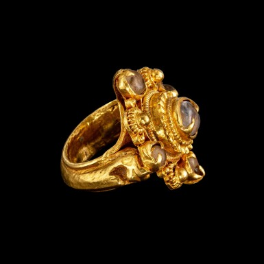View 2. Thumbnail of Lot 1011. A gold and tumbled crystal 'four-pointed star' ring Khmer, Angkor period, 9th - 13th century   九至十三世紀 高棉吳哥王朝 金嵌水晶四角星形戒指.