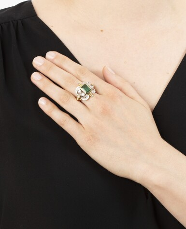 View 4. Thumbnail of Lot 7. BAGUE ÉMERAUDE ET DIAMANTS | EMERALD AND DIAMOND RING.