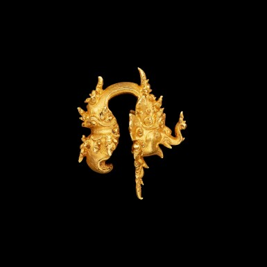 View 2. Thumbnail of Lot 1036. A gold 'Makara' ear clip East Java, Indonesia, 13th - 15th century | 十三至十五世紀 印尼東爪哇 摩羯形金耳夾.
