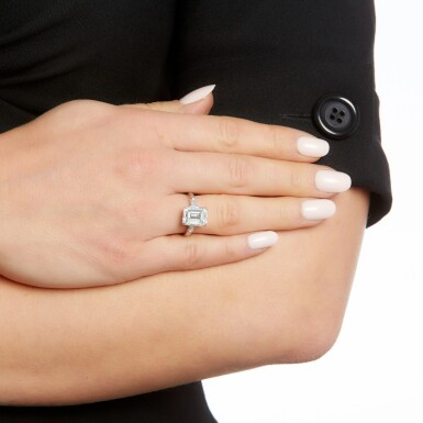 View 4. Thumbnail of Lot 158. Diamond ring.