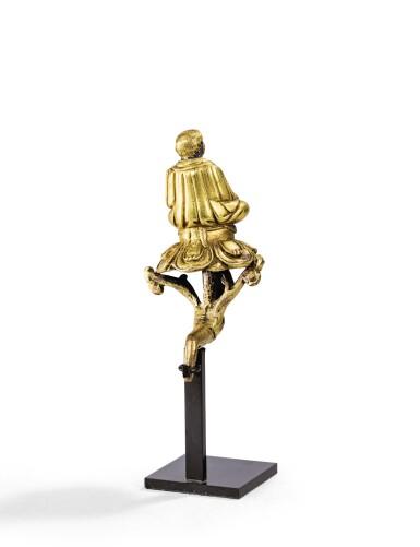 View 2. Thumbnail of Lot 24. STATUETTE DE MARPA EN ALLIAGE DE CUIVRE DORÉ TIBET, XVIIIE SIÈCLE | 西藏 十八世紀 鎏金銅合金馬爾巴坐像 | A rare small gilt-copper alloy figure of Marpa, Tibet, 18th century.