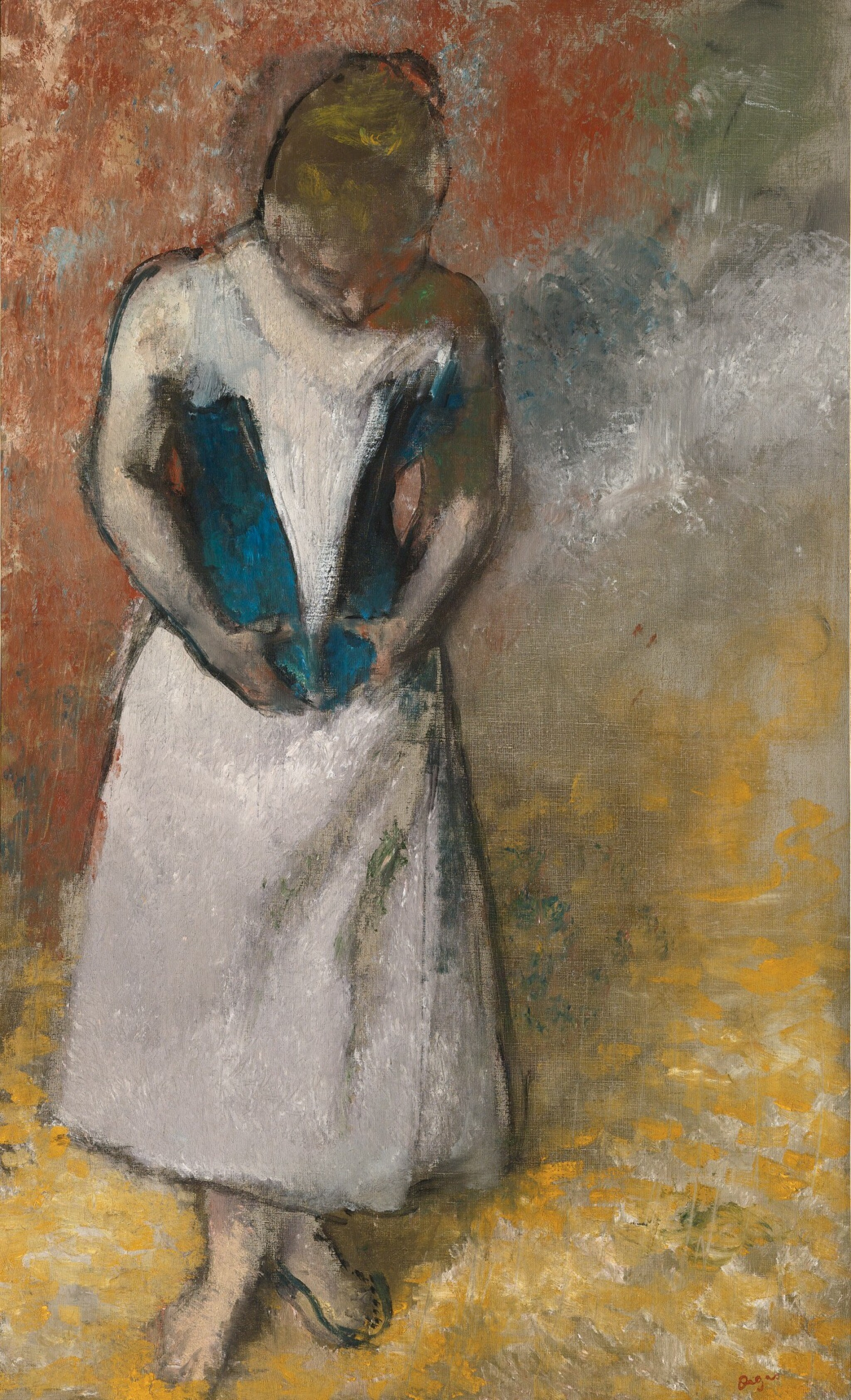 Femme debout et vue de face agrafant son corset