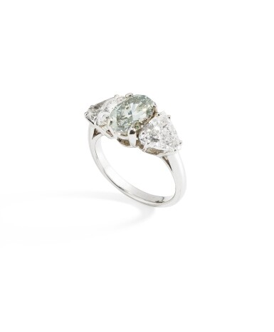 BAGUE DIAMANT FANCY GRAY-GREEN ET DIAMANTS  | FANCY GRAY-GREEN DIAMOND AND DIAMOND RING