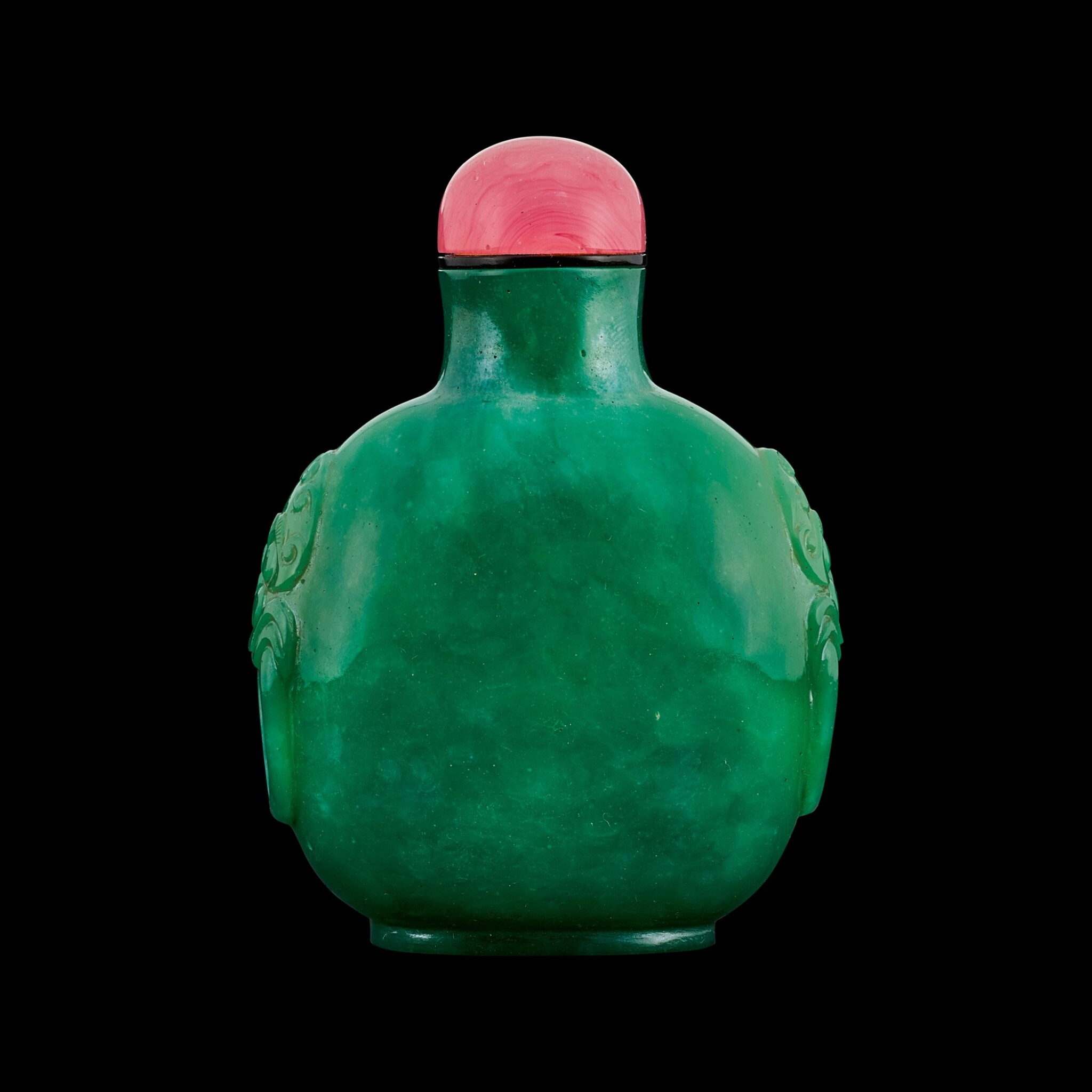 View full screen - View 1 of Lot 1026. A jadeite-imitation glass snuff bottle Qing dynasty, 19th century | 清十九世紀 綠料仿翠玉鋪首鼻煙壺.