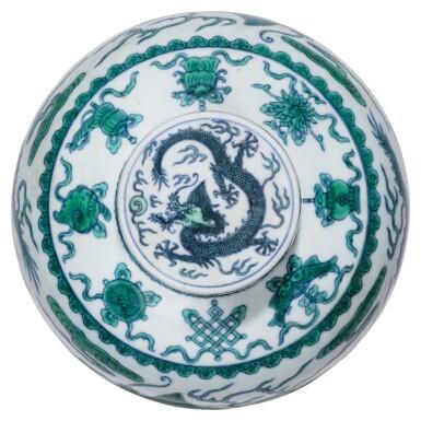 View 3. Thumbnail of Lot 13. DEUX JARRES COUVERTES EN PORCELAINE BLEU BLANC ÉMAILLÉE VERT MARQUES ET ÉPOQUE QIANLONG | 清乾隆 青花綠釉龍紋蓋罐兩件 《大清乾隆年製》款 | Two green-enamelled 'dragon' jars and covers, Qianlong seal marks and period .