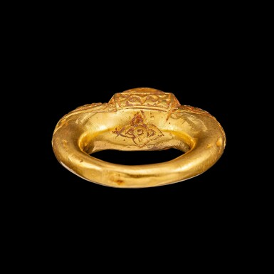 View 3. Thumbnail of Lot 1022. A gold and cabochon star sapphire repoussé ring Champa, 14th century | 十四世紀 占城 金嵌星光藍寶石戒指.