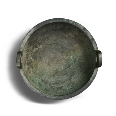 View 5. Thumbnail of Lot 27. An important archaic bronze ritual food vessel (Ding), Western Zhou dynasty, probably King Xuan period (c. 827- c. 782 BC) | 西周 或宣王時期(約公元前827-782年) 仲義父作新客鼎.