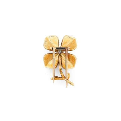View 3. Thumbnail of Lot 116. Clip or et diamant | Gold and diamond clip.