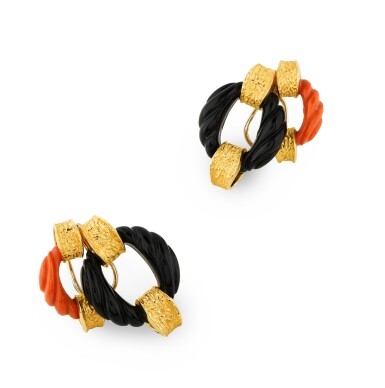 View 1. Thumbnail of Lot 134. PAIRE BOUCLES D'OREILLE CORAIL ET ONYX | PAIR OF CORAL AND ONYX EARRINGS .