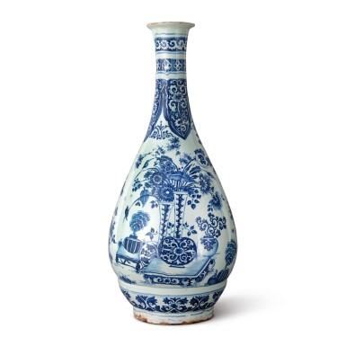 A DUTCH DELFT BLUE AND WHITE LARGE VASE, CIRCA 1700