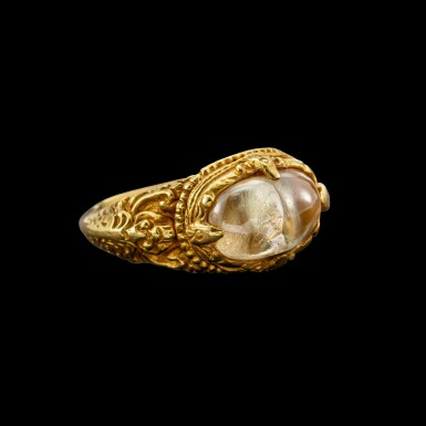 View 2. Thumbnail of Lot 1028. A gold and cabochon crystal repoussé ring Khmer, 8th - 11th century | 八至十一世紀 高棉 金嵌水晶戒指.