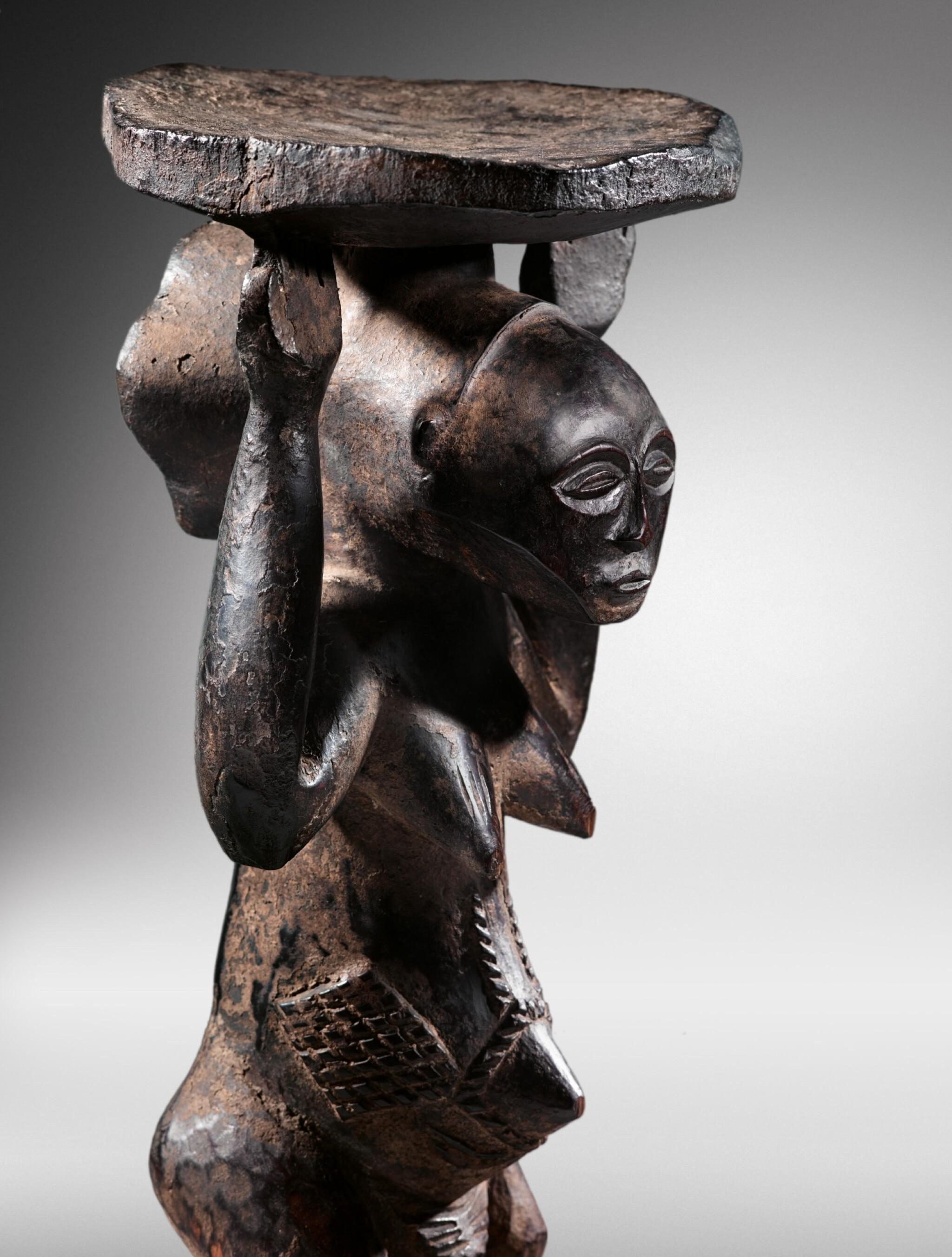 View full screen - View 1 of Lot 50. Siège caryatide, Hemba / Luba, République Démocratique du Congo | Caryatid stool, Hemba / Luba, Democratic Republic of the Congo.