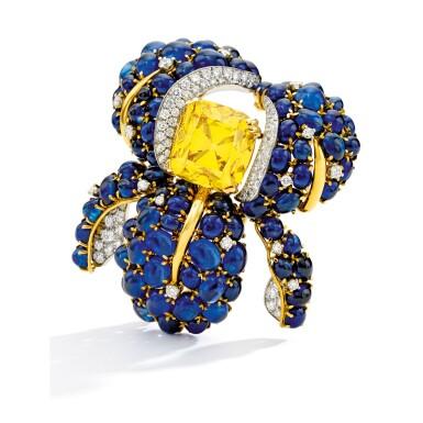 View 2. Thumbnail of Lot 497. AN EXCEPTIONAL FANCY VIVID YELLOW DIAMOND, DIAMOND AND SAPPHIRE CLIP-BROOCH, VERDURA   艷彩黃色鑽石配鑽石及藍寶石別針一枚,Verdura.