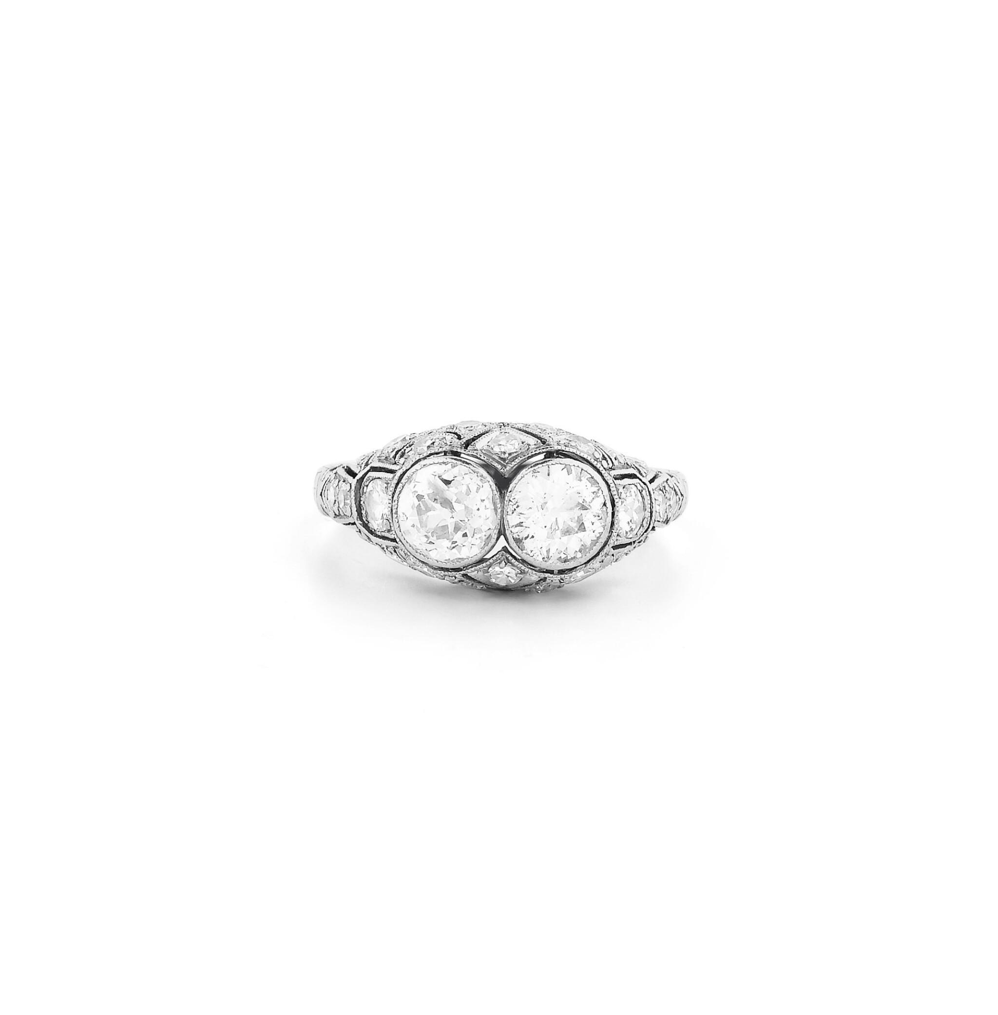 View full screen - View 1 of Lot 14. Bague diamants | Diamond ring.