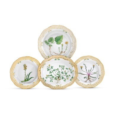 A ROYAL COPENHAGEN 'FLORA DANICA' PART SERVICE AND A BING & GRONDHAL PART DINNER SERVICE, 20TH CENTURY