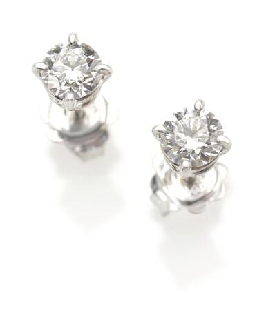PAIR OF DIAMOND EARSTUDS (PAIO DI ORECCHINI DI DIAMANTI)