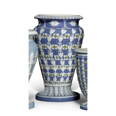A WEDGWOOD THREE-COLOR DARK-BLUE JASPER-DIP VASE LATE 18TH/EARLY 19TH CENTURY