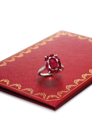 View 2. Thumbnail of Lot 1740. Cartier   Ruby and Diamond Ring   卡地亞   9.10克拉 天然「緬甸」紅寶石 配 鑽石 戒指.