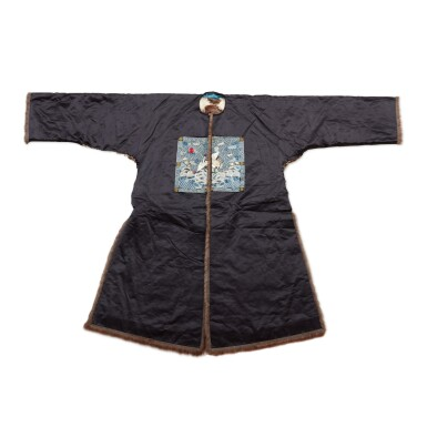 View 1. Thumbnail of Lot 237. A fur-lined navy silk first-rank civil official winter robe, Late Qing dynasty | 清末 石青色綢內襯皮一品補服.