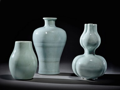 View 8. Thumbnail of Lot 141. A fine Ru-type triple-neck double-gourd vase, Seal mark and period of Qianlong | 清乾隆 仿汝釉三連葫蘆瓶 《大清乾隆年製》款.
