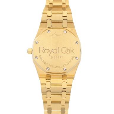View 4. Thumbnail of Lot 15. Royal Oak, Ref. 25654BA Yellow gold perpetual calendar wristwatch with moon phases and bracelet Circa 1996 | 25654BA型號「Royal Oak」黃金萬年曆鍊帶腕錶備月相顯示,年份約1996.