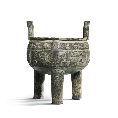 View 2. Thumbnail of Lot 31. An important inscribed archaic ritual bronze food vessel (Ding), Late Shang dynasty, 13th - 11th century BC | 商末 公元前十三至十一世紀 犬祖辛祖癸鼎.