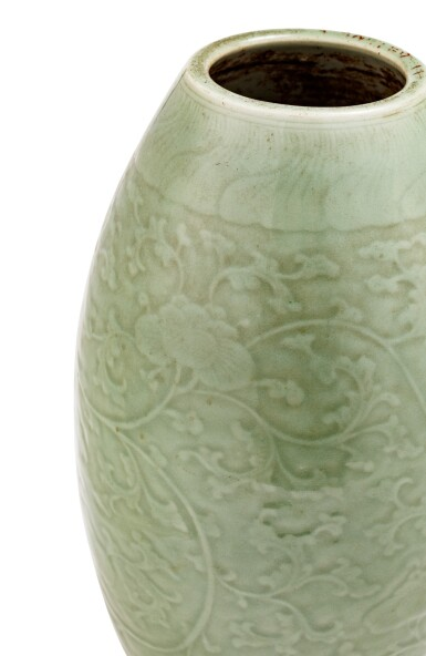 View 2. Thumbnail of Lot 9. Vase ovoïde de type Longquan céladon Dynastie Qing, XVIIIE siècle | 清十八世紀 青釉纏枝蓮紋橄欖瓶 | An ovoid Longquan-type celadon-glazed vase, Qing Dynasty, 18th century .