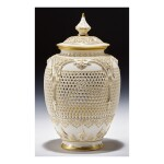 A ROYAL WORCESTER RETICULATED PORCELAIN VASE AND COVER BY GEORGE OWEN 1909