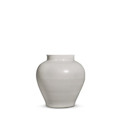 View 2. Thumbnail of Lot 92. A white-glazed baluster jar, Ming dynasty, 15th / 16th century | 明十五 / 十六世紀 白釉罐.