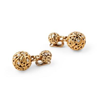 Van Cleef & Arpels, Pair of diamond ear clips [Paire de clips d'oreille diamants]