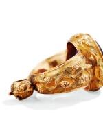 A BISHOP GOLD RING INSERT WITH A LARGE AMETHYST, BY NOËL-THÉOPHILE ORIANNE, PARIS, CIRCA 1825  BAGUE ÉPISCOPALE EN OR FORMANT PENDANTIF SERTIE D'UNE GRANDE AMÉTHYSTE, PAR NOËL-THÉOPHILE ORIANNE, PARIS, VERS 1825