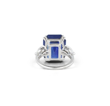 VAN CLEEF & ARPELS | BAGUE SAPHIR ET DIAMANTS | SAPPHIRE AND DIAMOND RING