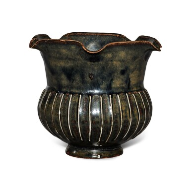 View 4. Thumbnail of Lot 199. A black-glazed ribbed vase, Northern Song / Jin dynasty | 北宋 / 金 黑釉棱線紋花口罐.