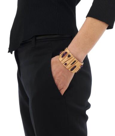 View 4. Thumbnail of Lot 122. Amethyst bracelet (Bracciale con ametiste).