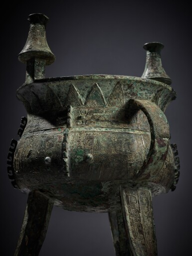 View 6. Thumbnail of Lot 11. An exceptional and rare archaic bronze ritual wine vessel (Jia), Late Shang dynasty | 商末 䖵崠耒斝.
