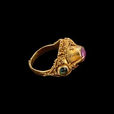 View 2. Thumbnail of Lot 1054. A gem-set gold priest's ring Bali, Indonesia, 19th - early 20th century   十九至二十世紀初 印尼峇里 金嵌寶戒指.